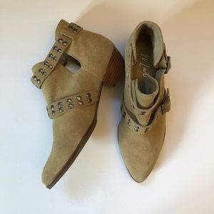 Matisse suede Neil Studded Booties. Size 7.5